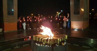 (Фото) Вечный огонь на мемориале в Кишиневе вновь зажгли