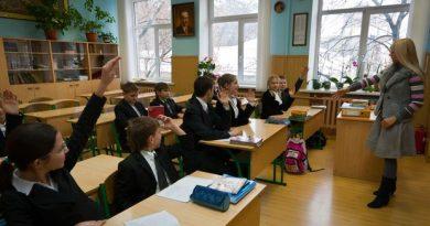В Украине невакцинированных учителей временно отстранят от работы без выплаты зарплаты